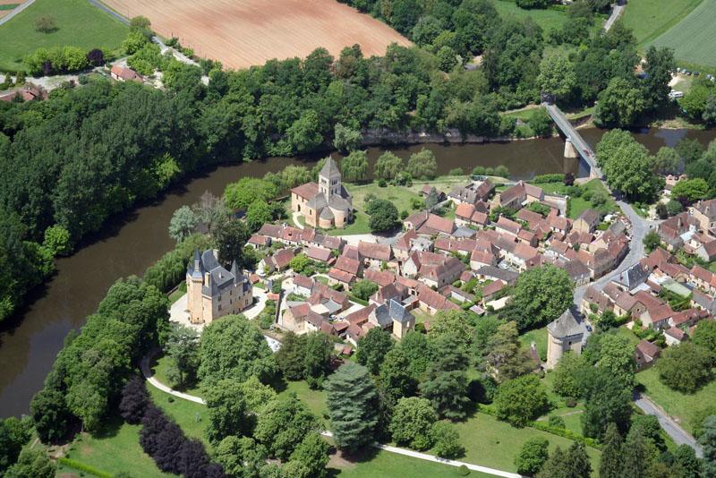 DT Mankind vue aerienne saint leon sur vezere © Office du tourisme Lascaux-Dordogne Vallée-Vézère