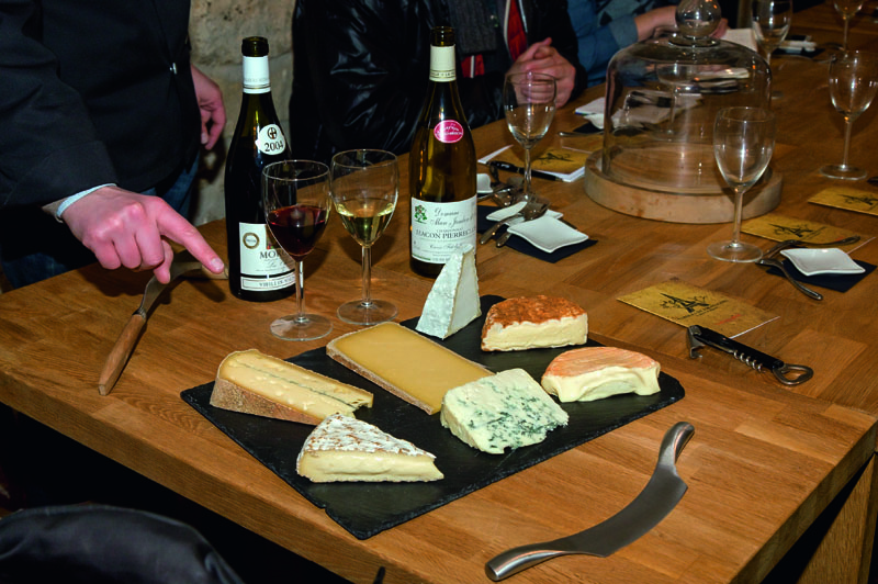 wine and cheese tasting paris © Paris Tourist Office Photographe Amelie Dupont