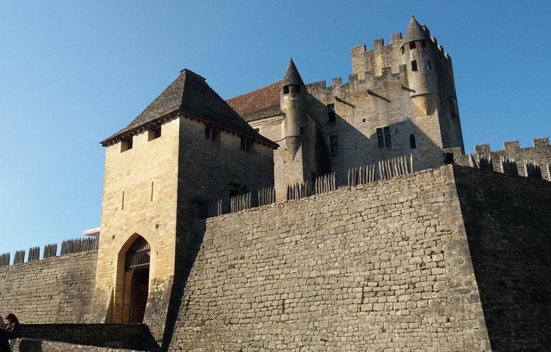 Etiquette entree chateau beynac ©fisandra